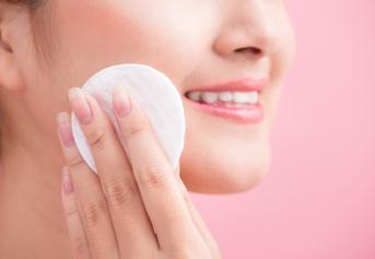 Pembersih wajah wanita