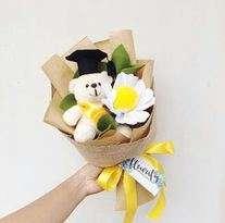 Bunga Flanel dan Boneka Wisuda