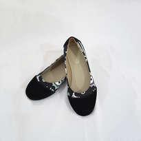 Sepatu Batik Hitam Putih